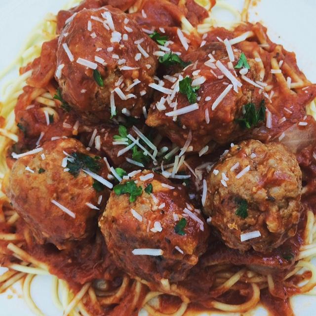 lisa eats spaghetti meatballs 5