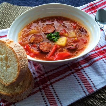 lisa eats spanish chorizo stew 4
