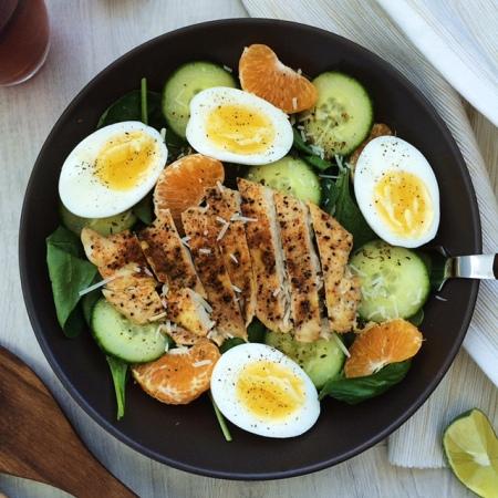 lisa eats spinach chicken salad