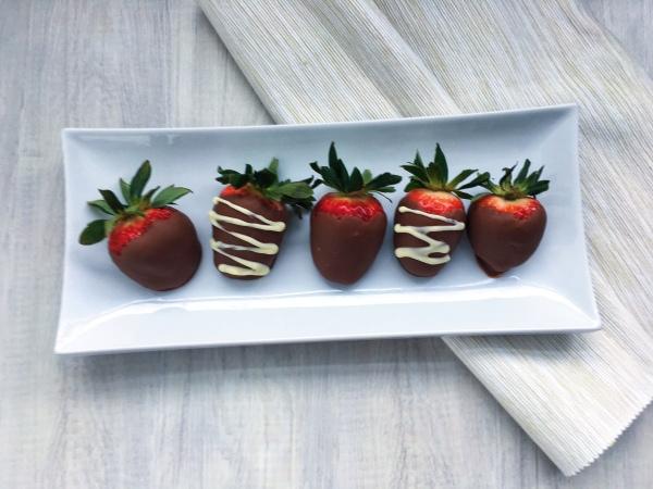 lisa eats chocolate strawberries 10