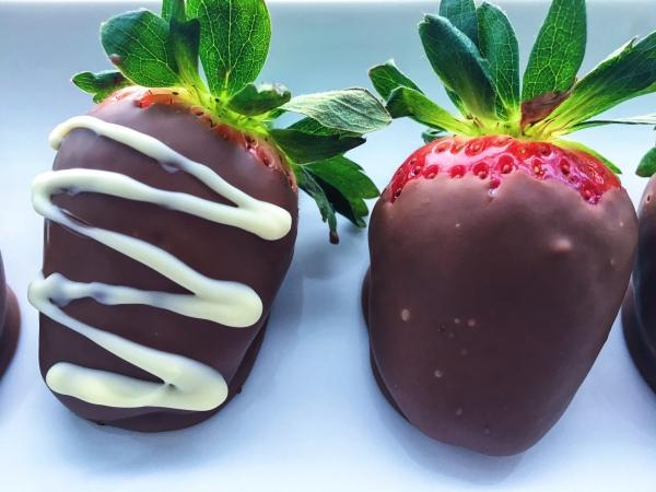 lisa eats chocolate strawberries 8