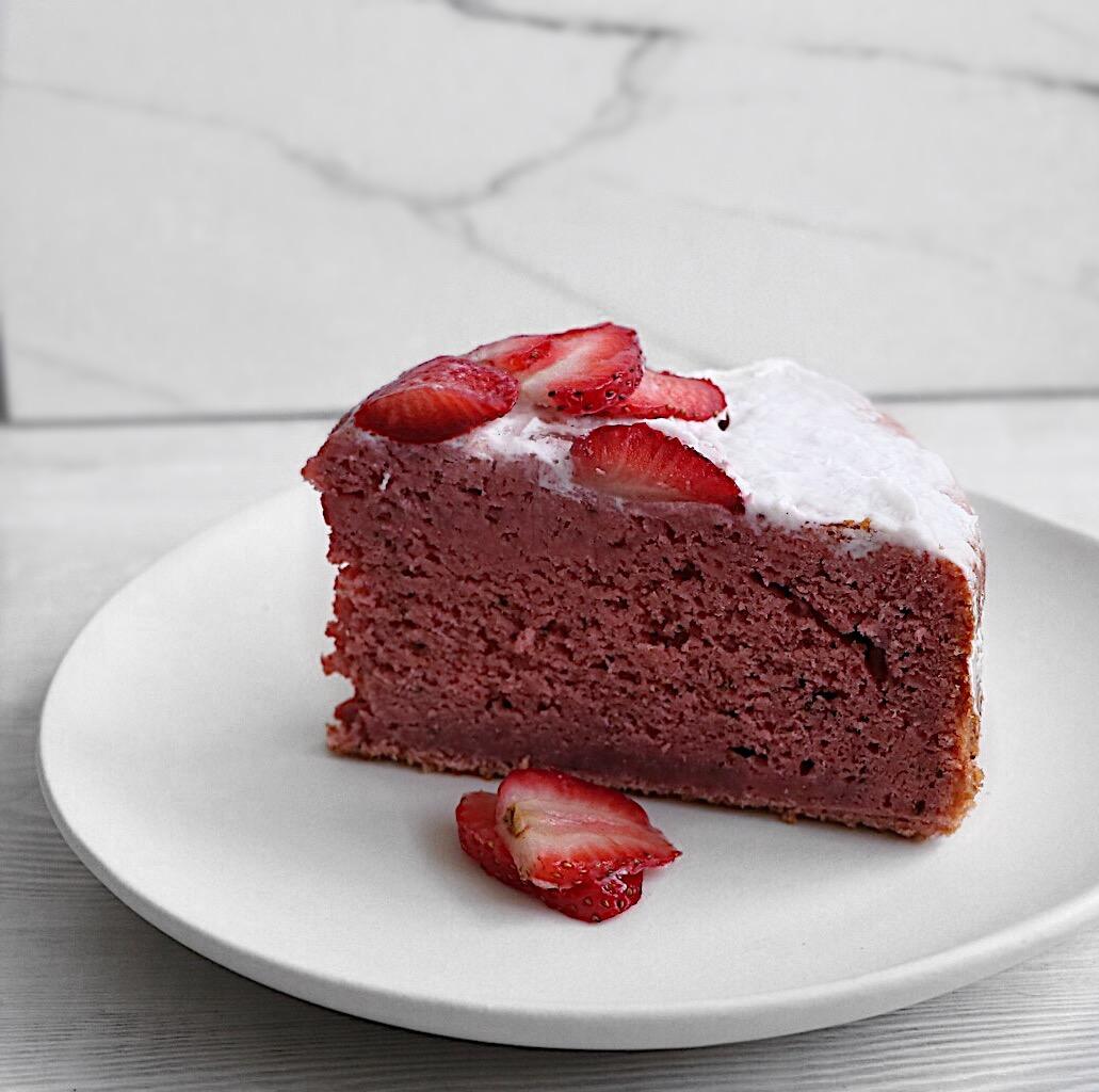 lisaeatsstrawberrycake